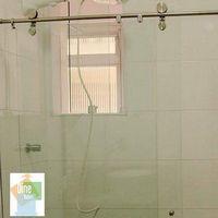 Box de vidro com roldana aparente