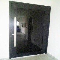 Esquadria de alumínio para porta de vidro